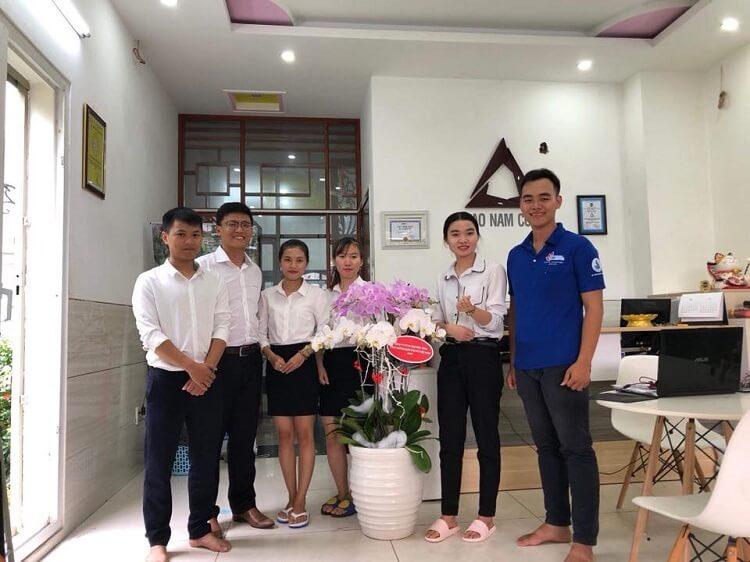 Tập thể nhân viên kinh doanh bất động sản Bảo Nam